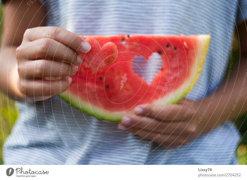 A heart and a melon Part II Food Fruit Melon Vitamin Health care Nutrition Child School Human being Girl Infancy Hand 1 8 - 13 years Heart Brash Friendliness