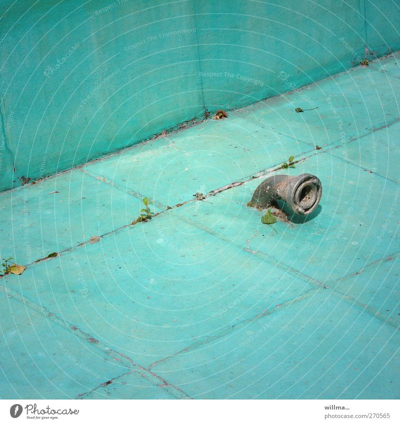 Empty Swimming pool Dry Tile Decline Turquoise Iron-pipe Basin Informer Water pipe Shut down Drainpipe Electronic wiretapping Start of the season