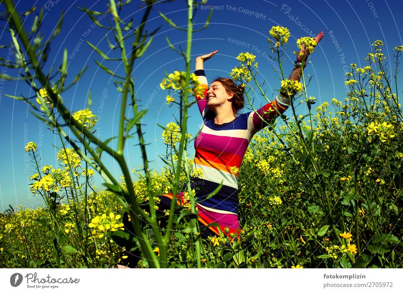 rap girl Happy Healthy Enthusiasm Well-being Feminine Young woman Youth (Young adults) 1 Human being Self-confident feminine Canola Field Canola field Dress