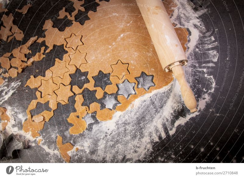 Cut out stars Food Dough Baked goods Candy Nutrition Feasts & Celebrations Christmas & Advent Cook Kitchen Work and employment Utilize Lie Fresh Bakery worktop