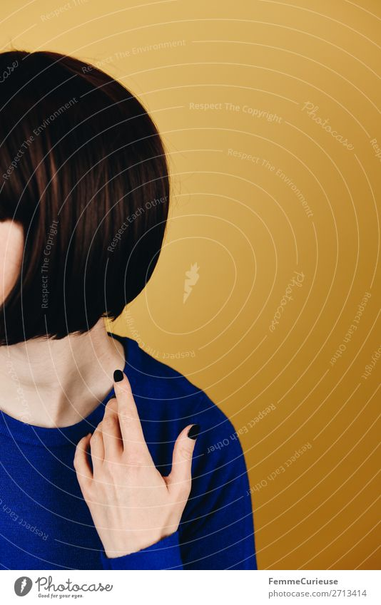 Brunette woman with short bob hairstyle Feminine Woman Adults 1 Human being 18 - 30 years Youth (Young adults) 30 - 45 years Bobsleigh Blue Azure blue