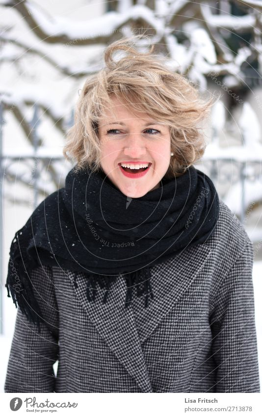BLOND - SHORT HAIR - HÜBSCh already Winter Snow Winter vacation Woman Adults 1 Human being 18 - 30 years Youth (Young adults) Coat peel Blonde Short-haired Curl
