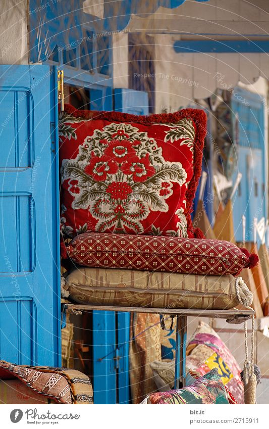 Cushions on oriental market in Marrakech, Morocco, Africa. Lifestyle Shopping Vacation & Travel Tourism Sightseeing Living or residing Flat (apartment)