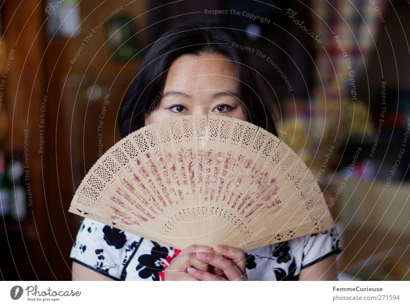 Fan out. Feminine Young woman Youth (Young adults) Woman Adults 1 Human being 18 - 30 years Stage play Identity Uniqueness Culture Calm Protection Tradition
