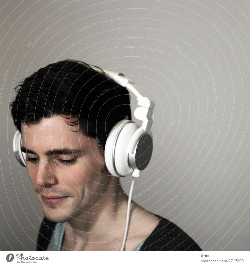 clairaudient Room Masculine Man Adults 1 Human being Listen to music Headphones T-shirt Jacket Brunette Short-haired To enjoy Listening Smiling Esthetic