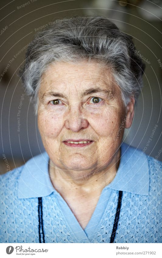 Human being Woman Blue Old Adults Senior citizen Gray Head Authentic Uniqueness Smiling Friendliness 60 years and older Grandmother Female senior Reliability