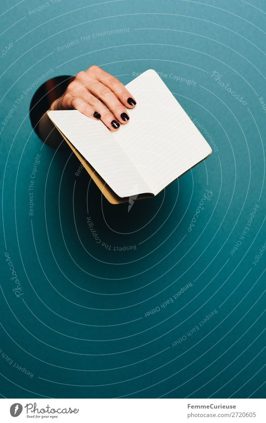 Human being Hand Feminine Communicate Empty Fingers Paper Circle To hold on Write Indicate Turquoise Piece of paper Stationery Notebook Retentive