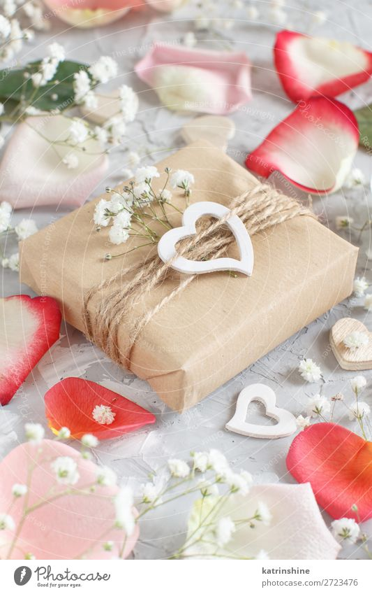 Gift boxes with flowers and hearts Woman Beautiful White Flower Adults Wood Blossom Small Gray Decoration Heart Wedding Craft (trade) Rustic Valentine's Day