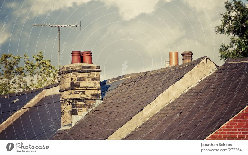 British roofs I Sky Beautiful weather England Great Britain Town Outskirts House (Residential Structure) Detached house Roof Chimney Antenna Esthetic