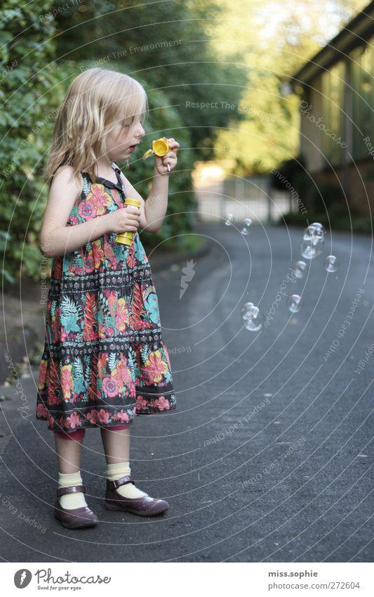 Child Beautiful Feminine Life Happy Small Dream Contentment Blonde Infancy Beautiful weather Dress To enjoy Discover Joie de vivre (Vitality) Soap bubble