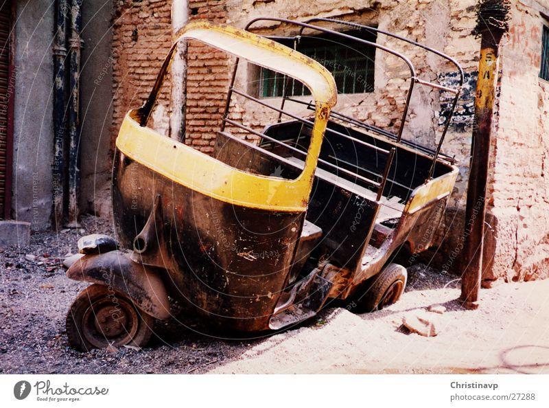 Riksha2 India Taxi Broken Scrap metal Vehicle Transport rickshaw Logistics Rust Wreck Tuc-Tuc