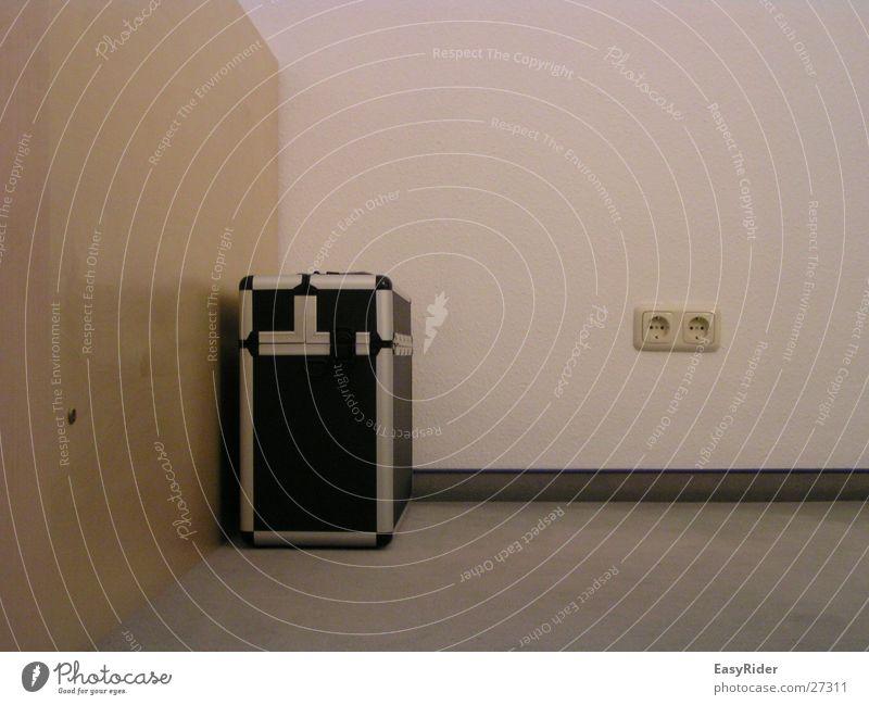 Wall (building) Living or residing Suitcase Aluminium Socket