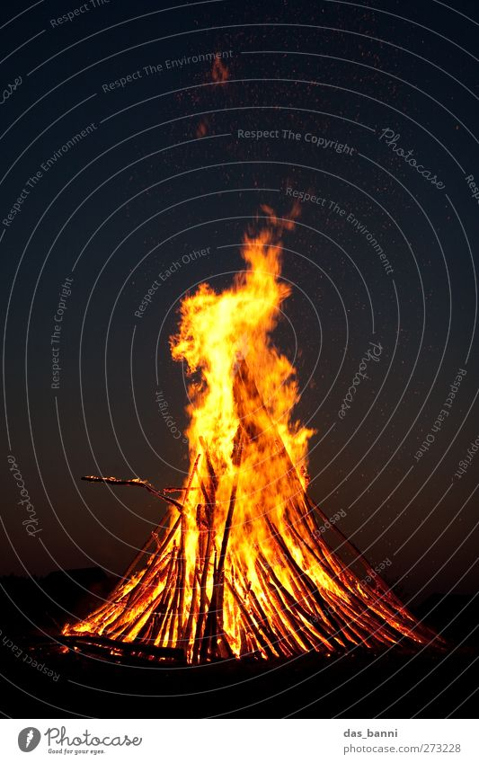burn² Environment Nature Elements Fire Sky Night sky Warmth Threat Dark Large Yellow Red Black Adventure Easter fire Funeral pyre Dangerous Burn Wood