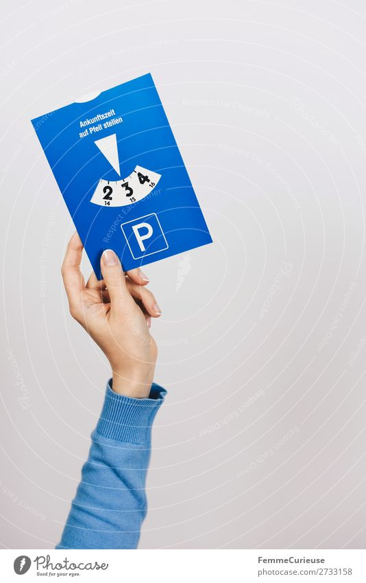A woman's hand holding a parking meter Transport Passenger traffic Motoring Stress 3 Parking Parking lot Parking meter Search for a parking space Arm Hand