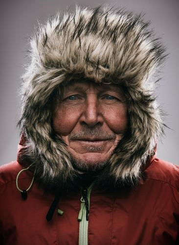 eskimo Lifestyle Leisure and hobbies Adventure Expedition Mountain Hiking Masculine Male senior Man 60 years and older Senior citizen Nature Winter Climate