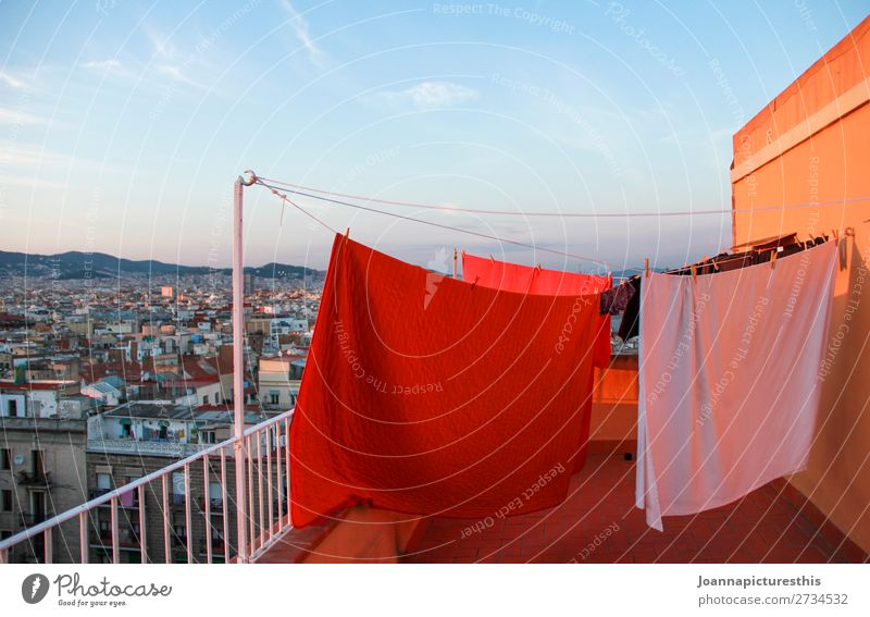 laundry Living or residing Terrace Balcony Laundry Bedclothes Sky Horizon Barcelona Town Capital city Populated House (Residential Structure) Roof Tall Dry