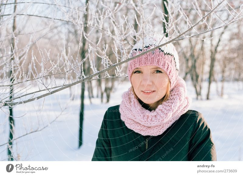 -25 C Human being Feminine Young woman Youth (Young adults) Woman Adults 1 18 - 30 years Winter Snow Park Scarf Cap Red-haired Freeze Happiness Happy Bright