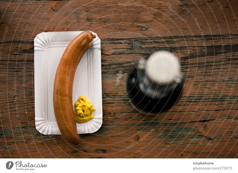What do you think of sausage? Food Sausage Mustard Fast food Snack bar Beer paper plates Alcoholic drinks Drinking Beer table Wood Authentic Simple Delicious