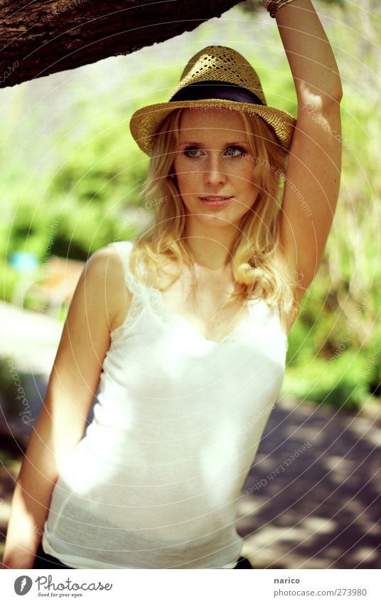 summertime XI Feminine Young woman Youth (Young adults) 1 Human being 18 - 30 years Adults Top Hat Straw hat Blonde Long-haired Curl Observe To hold on Looking