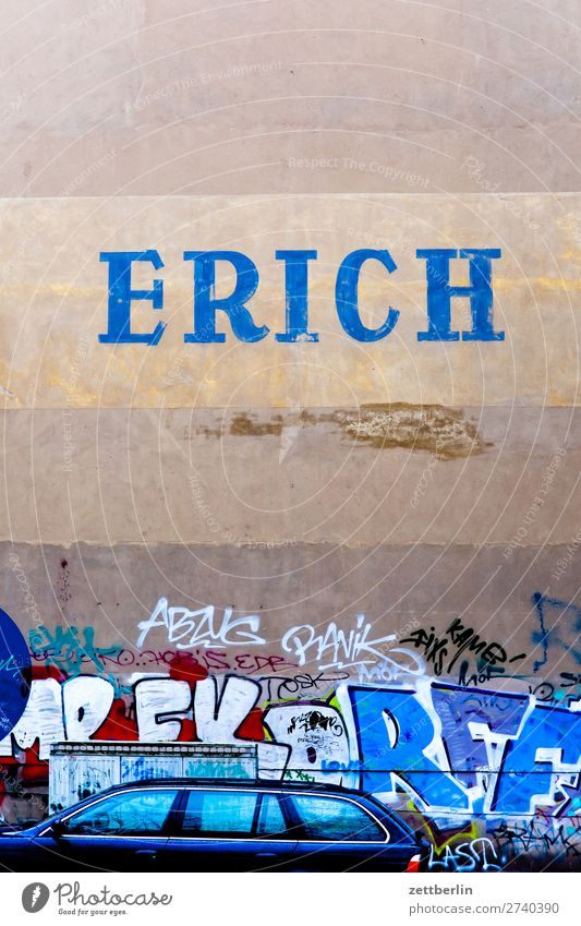 Town Winter Life Autumn Wall (building) Berlin Copy Space Wall (barrier) City life Living or residing Characters Capital city Advertising Typography