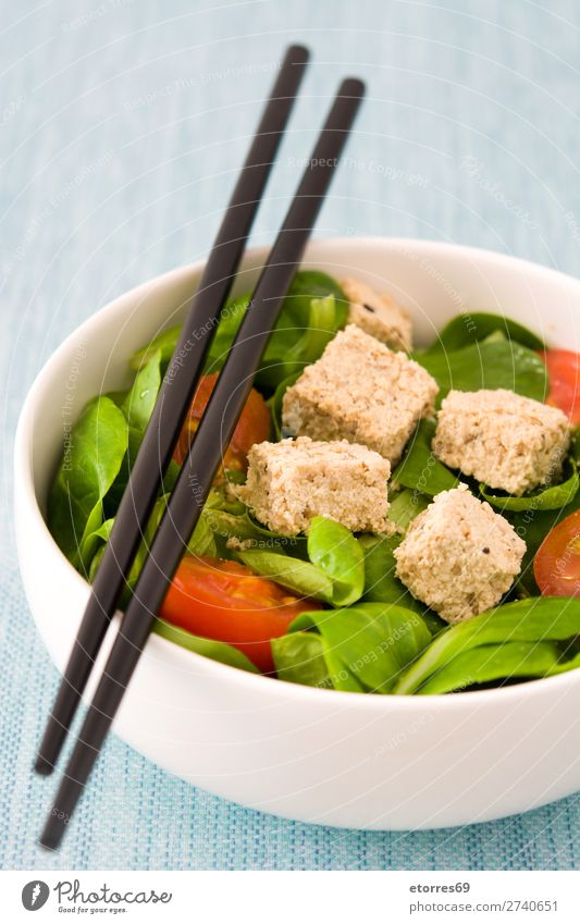 Vegan tofu salad with tomatoes and lamb's lettuce in bowl Healthy Eating Green White Food photograph Leaf Nutrition Delicious Vegetable Gastronomy