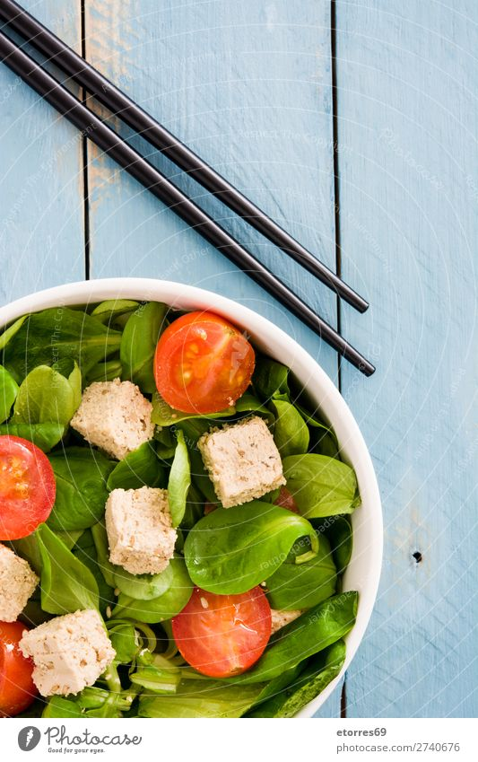 Vegan tofu salad with tomatoes and lamb's lettuce in bowl Healthy Eating Green White Food photograph Leaf Wood Nutrition Delicious Vegetable Gastronomy