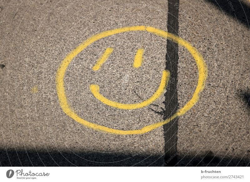 Smile, please! Street Sign Graffiti Smiling Laughter Brash Friendliness Happiness Hip & trendy Positive Town Yellow Joy Joie de vivre (Vitality) Hope Ease