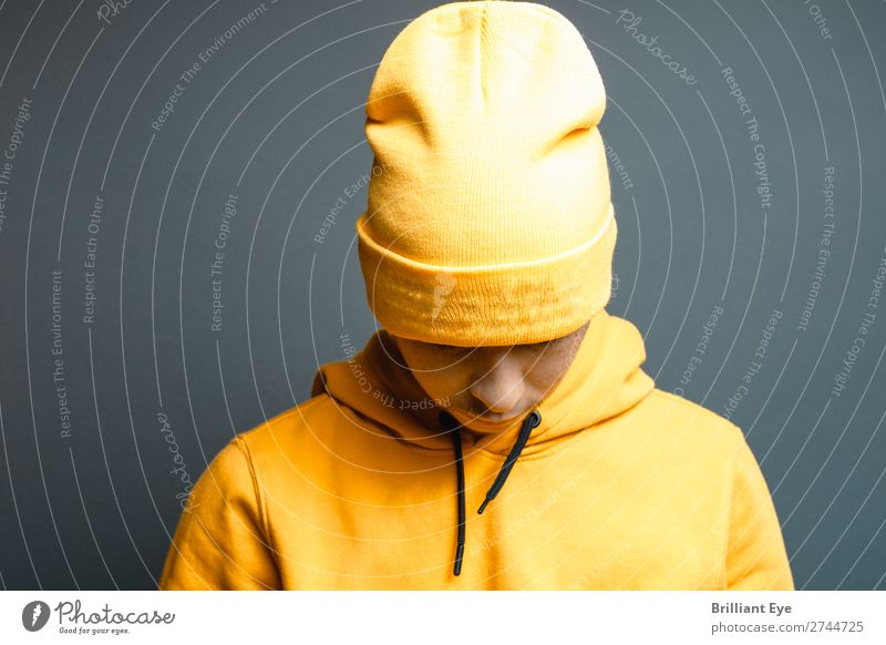 Head lowering Lifestyle Style Human being Masculine Young man Youth (Young adults) 1 18 - 30 years Adults Fashion Sweater Cap Think Cool (slang) Town Yellow