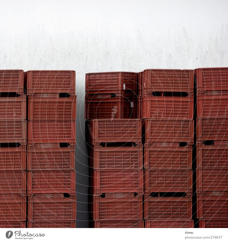 imposture Wall (barrier) Wall (building) Crate Containers and vessels Plastic Sharp-edged Tall Dry Red Help Trade Arrangement Calm Symmetry Stack asparagus box