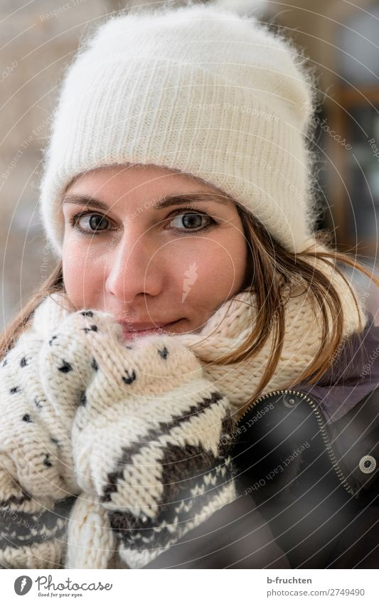 Woman, Portrait, Winter, Scarf, Cap Lifestyle Style Face Adults 1 Human being 30 - 45 years Gloves Utilize Touch Going Stand Happiness Cold Beautiful