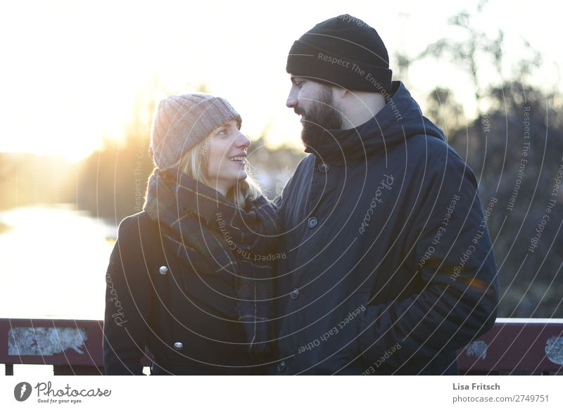 Eye contact, Hold on, Sunset, Winter Woman Adults Man 2 Human being 18 - 30 years Youth (Young adults) 30 - 45 years Sunrise Sunlight Beautiful weather Scarf