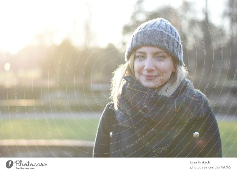 WOMAN - WINTER - CAP - SMILE Woman Adults 1 Human being 30 - 45 years Sunlight Beautiful weather peel cap Blonde Short-haired smile Wait Friendliness already