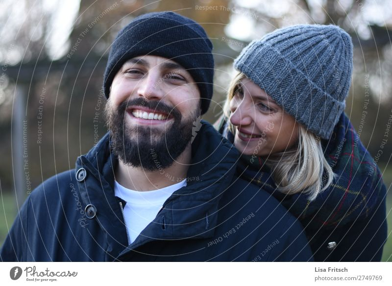 IN LOVE - WINTER - CAPS Woman Adults Man 2 Human being 18 - 30 years Youth (Young adults) 30 - 45 years peel cap Blonde Short-haired Facial hair To enjoy