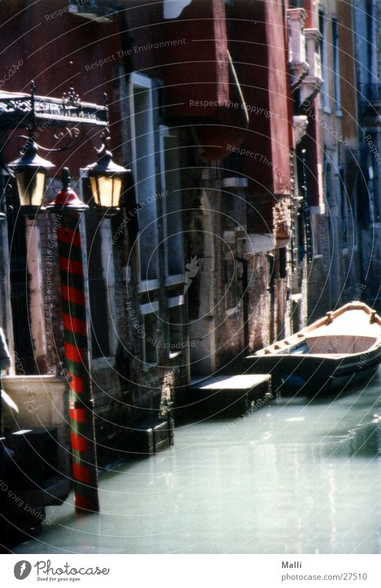 Venice's side streets Watercraft Back-light Lantern House (Residential Structure) Europe Motorboat Deserted Gracht Historic Old Historic Buildings Old town