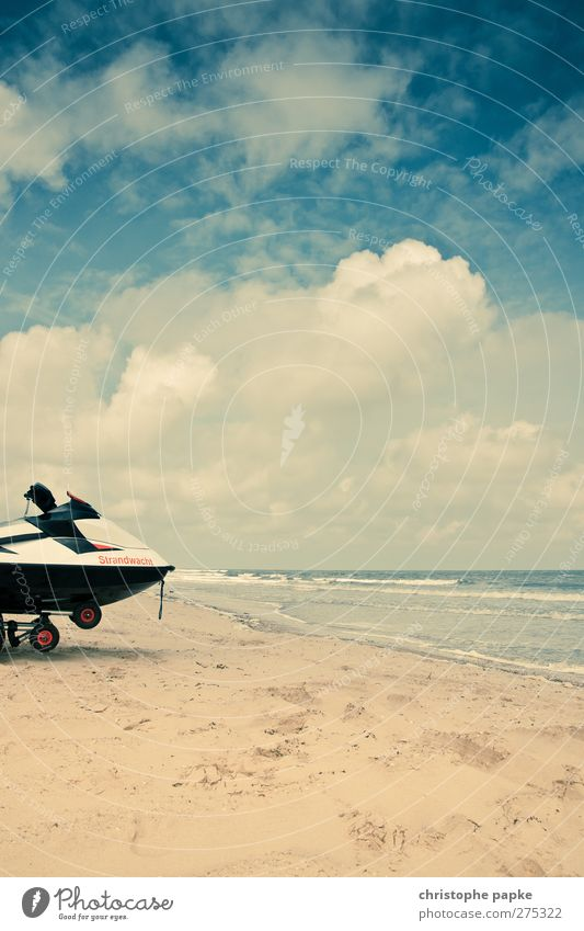 Sky Vacation & Travel Summer Beach Coast Horizon Watercraft Waves Leisure and hobbies Sandy beach Dinghy Motorboat Clouds in the sky Cloud formation