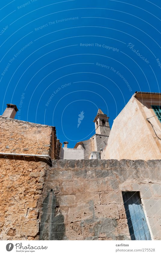Blue Old City House (Residential Structure) Wall (building) Wall (barrier) Building Brown Door Facade Church Roof Manmade structures Muddled Chimney Majorca