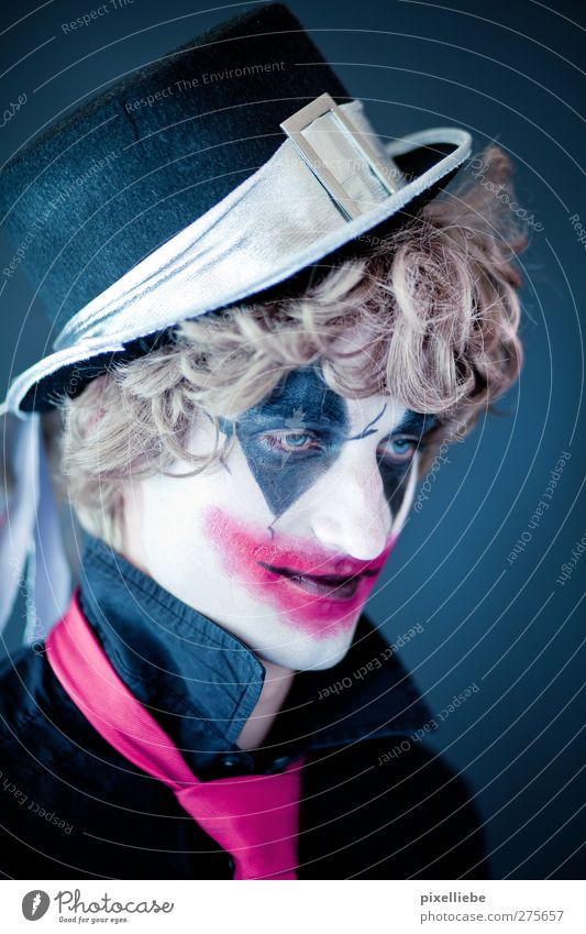 joker Cosmetics Make-up Carnival Hallowe'en Masculine Man Adults 1 Human being Art Stage play Actor Circus Tie Hat Blonde Curl Smiling Dream Sadness Dark Creepy