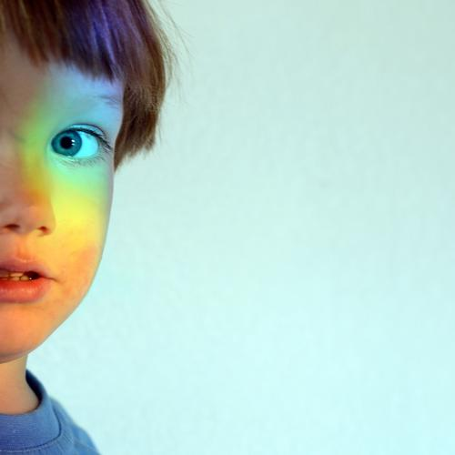 Up to here and no further Human being Child Toddler 1 1 - 3 years 3 - 8 years Infancy Looking Multicoloured Rainbow Prismatic colors Discover Curiosity
