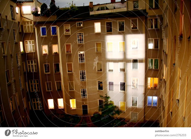 window cross Living or residing Flat (apartment) House (Residential Structure) Entertainment Capital city Downtown Old town Manmade structures Building
