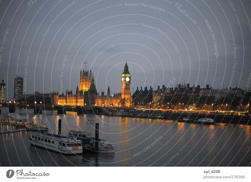 On the Thames Elegant Vacation & Travel Tourism Sightseeing City trip Night life London Town Capital city Old town Deserted House (Residential Structure) Palace