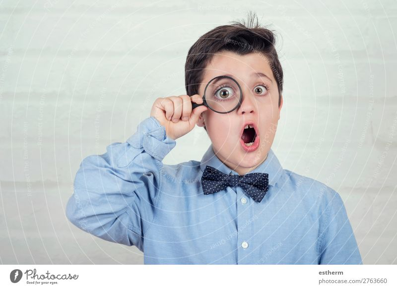 surprised child looking through magnifying glass Lifestyle Reading Science & Research Child School Human being Masculine Infancy 1 8 - 13 years Magnifying glass