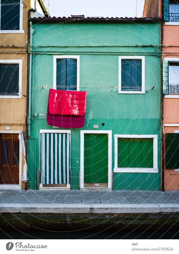 Vacation & Travel Town Colour Green Red Ocean House (Residential Structure) Wall (building) Building Tourism Wall (barrier) Facade Trip Retro Door Europe