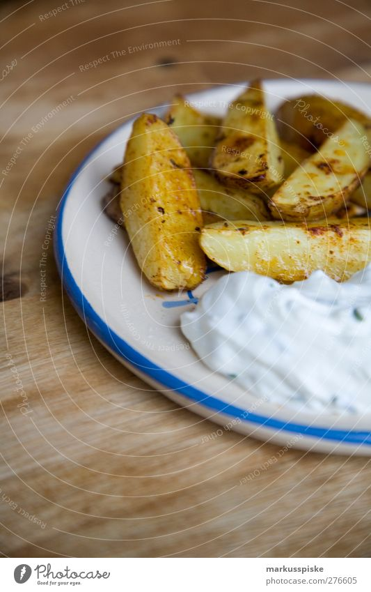 country potatoes / potato slices Food Vegetable Herbs and spices Carbohydrates Skimmed milk Chives Potatoes Potato peel Potato dish Nutrition Lunch Dinner