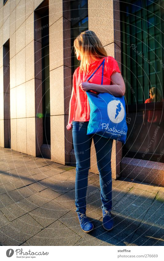 The model Lifestyle Shopping Elegant Style Design Duesseldorf Downtown High-rise Hip & trendy Merchandise photocase surreptitious advertising Bag Catwalk Model
