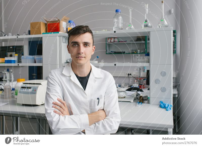 Young man in lab Laboratory Work and employment Science & Research Man Human being arms crossed Looking into the camera Scientist Medication Chemistry