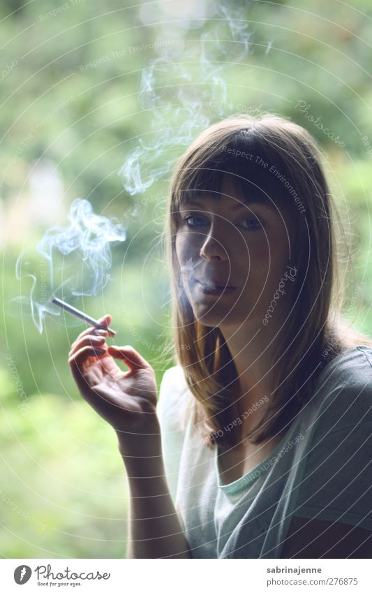 Human being Youth (Young adults) Adults Feminine Young woman Blonde 18 - 30 years Smoking Long-haired