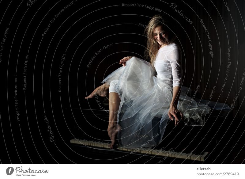 Woman at wing Elegant Happy Harmonious Well-being Contentment Senses Music Human being Feminine Young woman Youth (Young adults) Adults 1 18 - 30 years