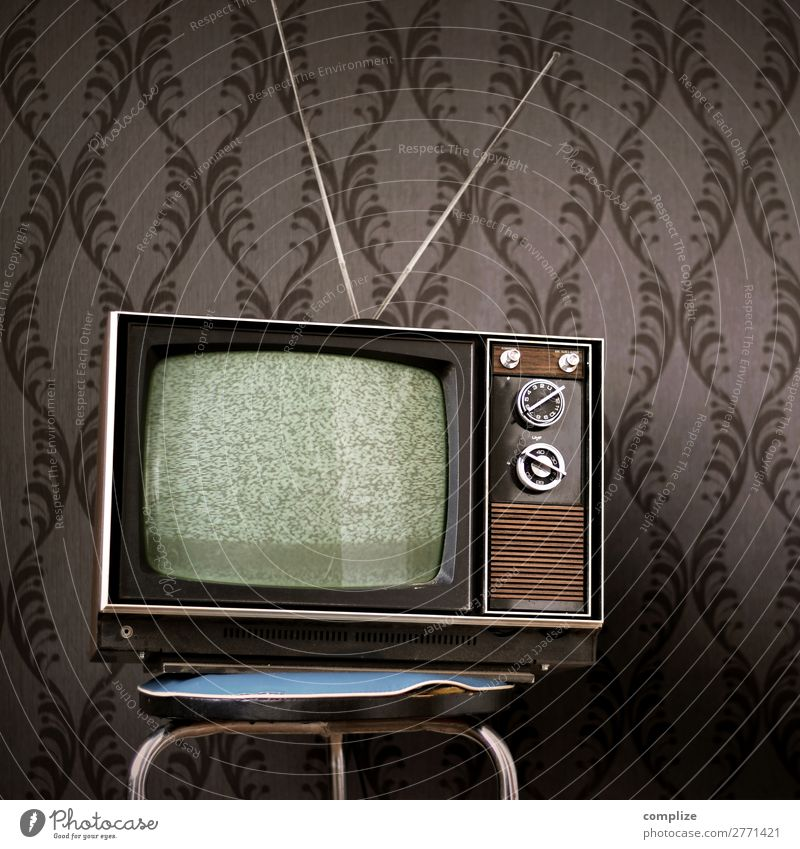 70s television set in front of vintage wallpaper Moving (to change residence) Interior design Wallpaper Room Living room Entertainment TV set Screen Technology