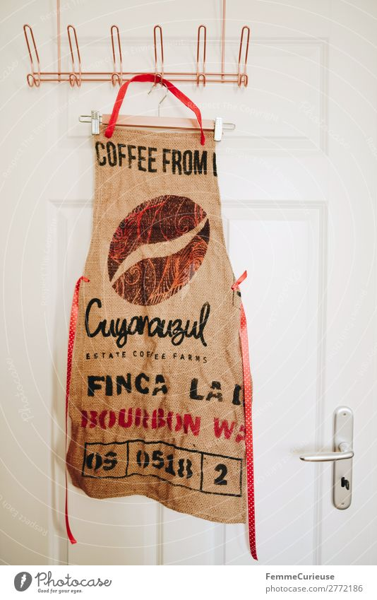 Upcycling - apron made from coffee sack Lifestyle Sustainability upcycling Recycling Apron Sewing Clothes peg Checkmark Door Hanger Coffee coffee bag