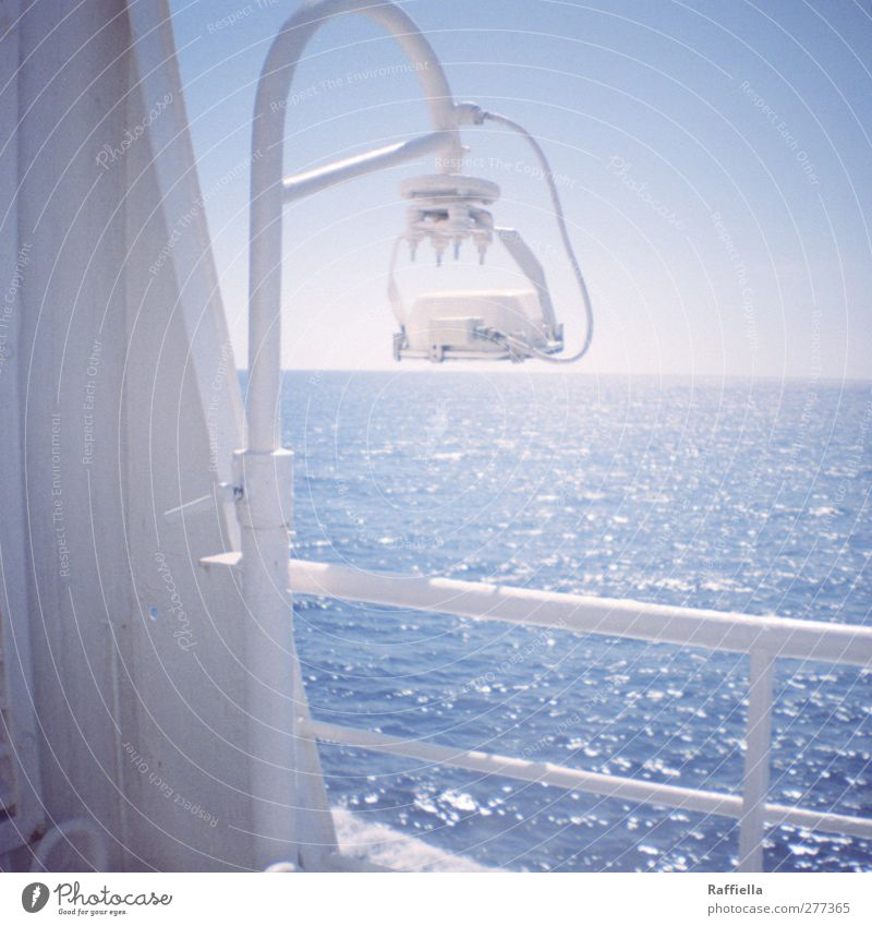 Sky Blue Water Vacation & Travel White Summer Ocean Far-off places Warmth Freedom Lamp Air Bright Horizon Waves Tourism